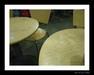 Table_and_chair_070203